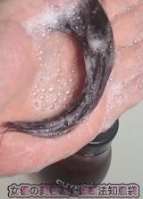トリートメントなのでしっとりした泡。保湿を感じる泡を毛先に。
